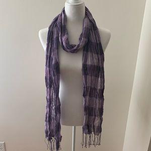Eskandar 100% Linen scarf with hand tied fringes